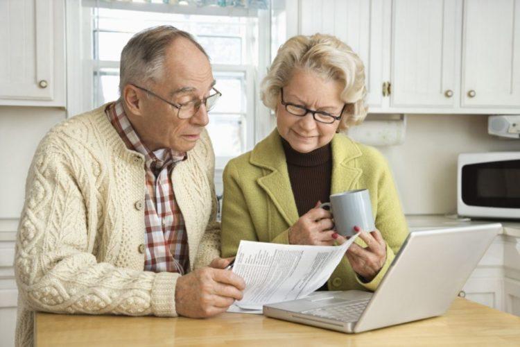 Как правильно уйти на пенсию согласно ТК РФ? Запись в трудовой, выходное пособие, приказ об увольнении.